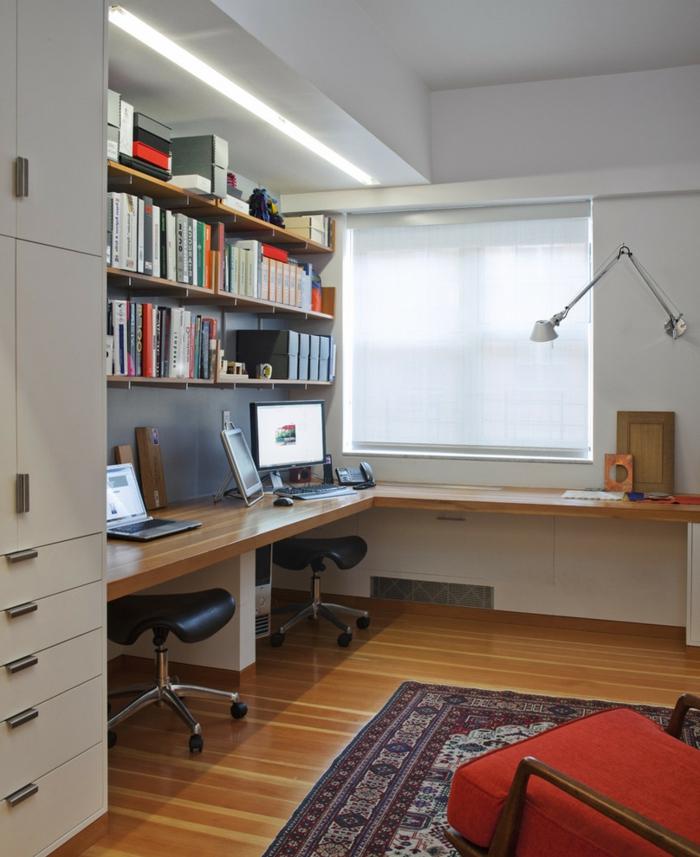 schöne wohnideen home office zwei hocker eckmöbel