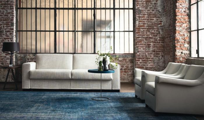 schöne wohnideen wohnzimmer blauer teppich helle möbel pflanze