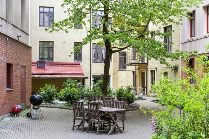 skandinavisch wohnen kleine wohnung innenhof esstisch outdoor möbel