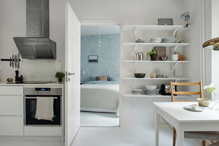 skandinavisch wohnen kleine wohnung küche esszimmer wandregale schlafzimmer