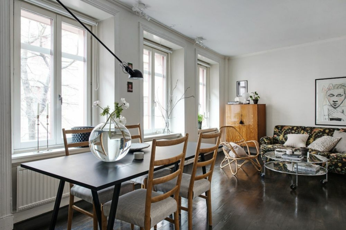 skandinavisch wohnen nordische inneneinrichtung esstisch stühle sofa runder beistelltisch kommode
