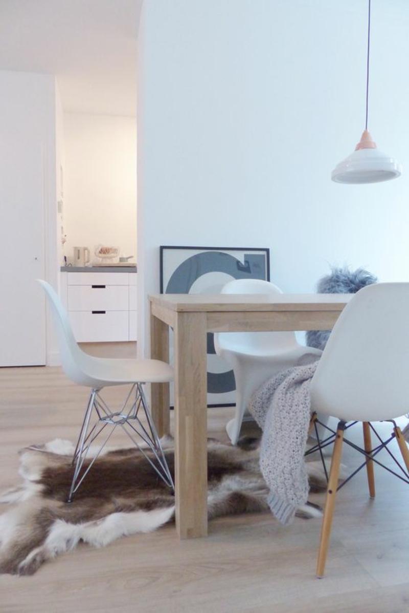 skandinavisches Design Einrichtungsbeispiele Fellteppich Esszimmermöbel