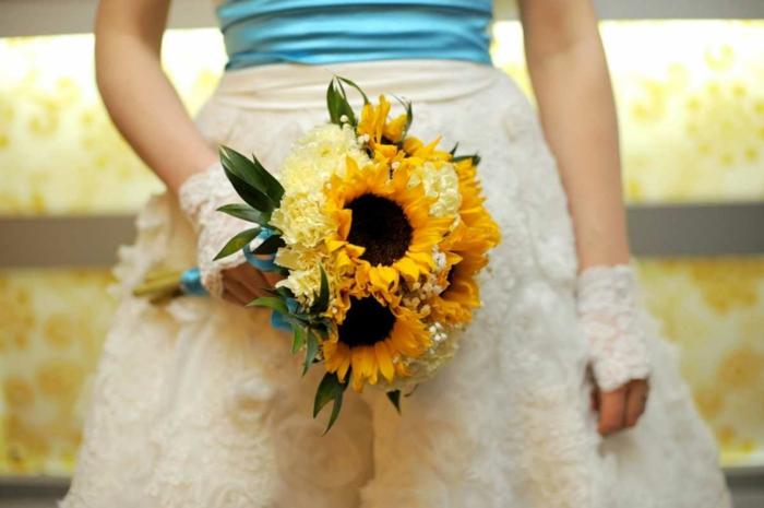sonnenblumen gelbe nelken blumenstrauss hocheit braut