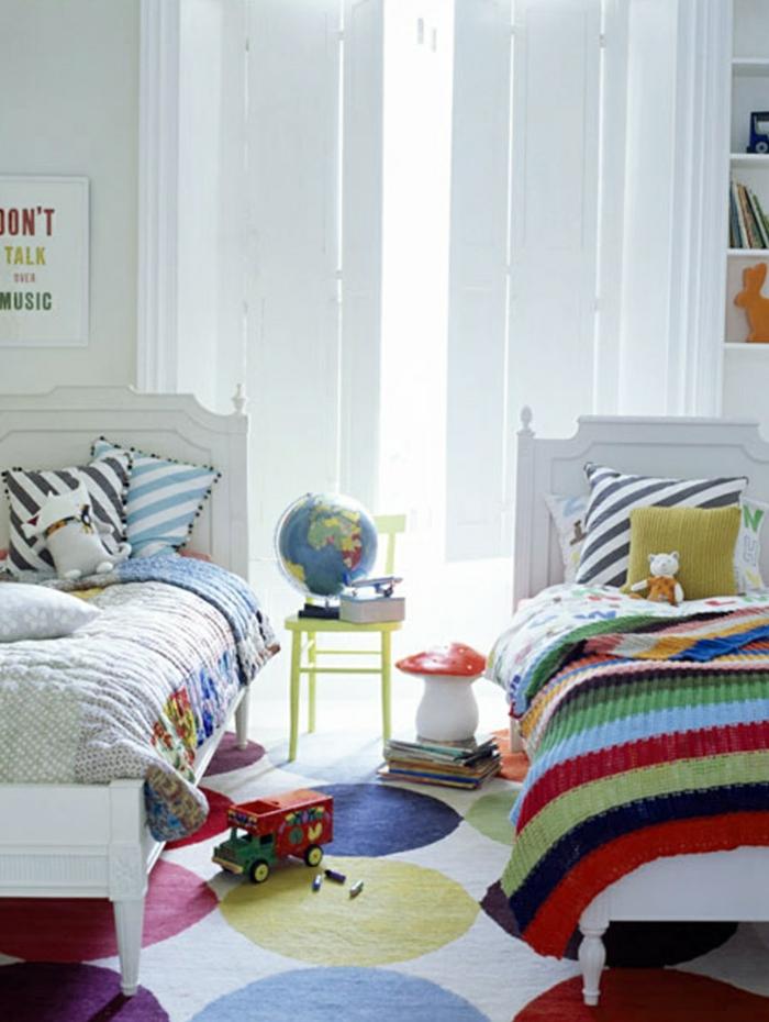 teppich kinderzimmer farbigesmuster luftige gardinen