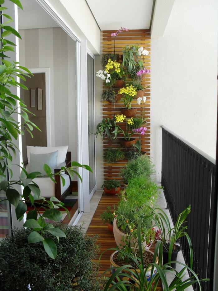 terrassengestaltung balkon pflanzen blumentöpfe vertikaler garten orchideen