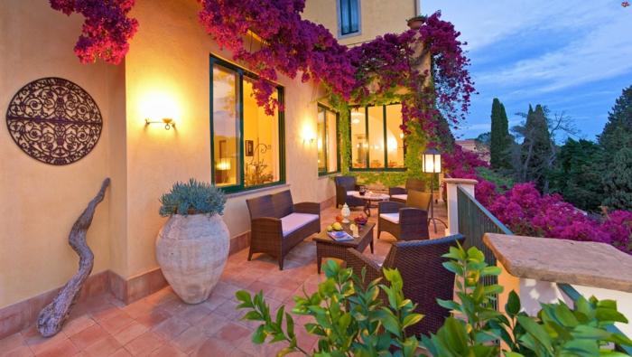 terrassengestaltung balkongestaltung rattanmöbel sofa sessel couchtisch