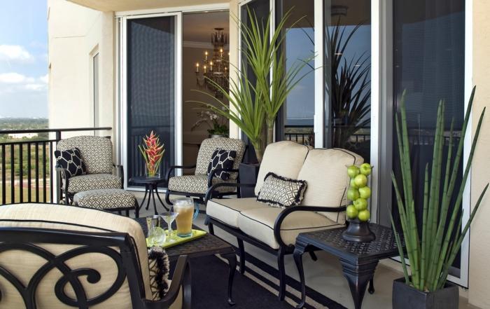terrassengestaltung balkonmöbel holzmöbel sofa sessel couchtisch teppich