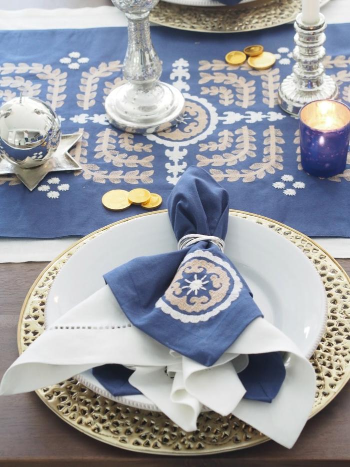 tischdeko blau blaue servietten blauer tischläufer