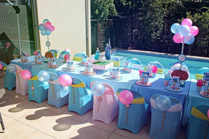 tischdeko blau blaue tischdecke ballons stühle party