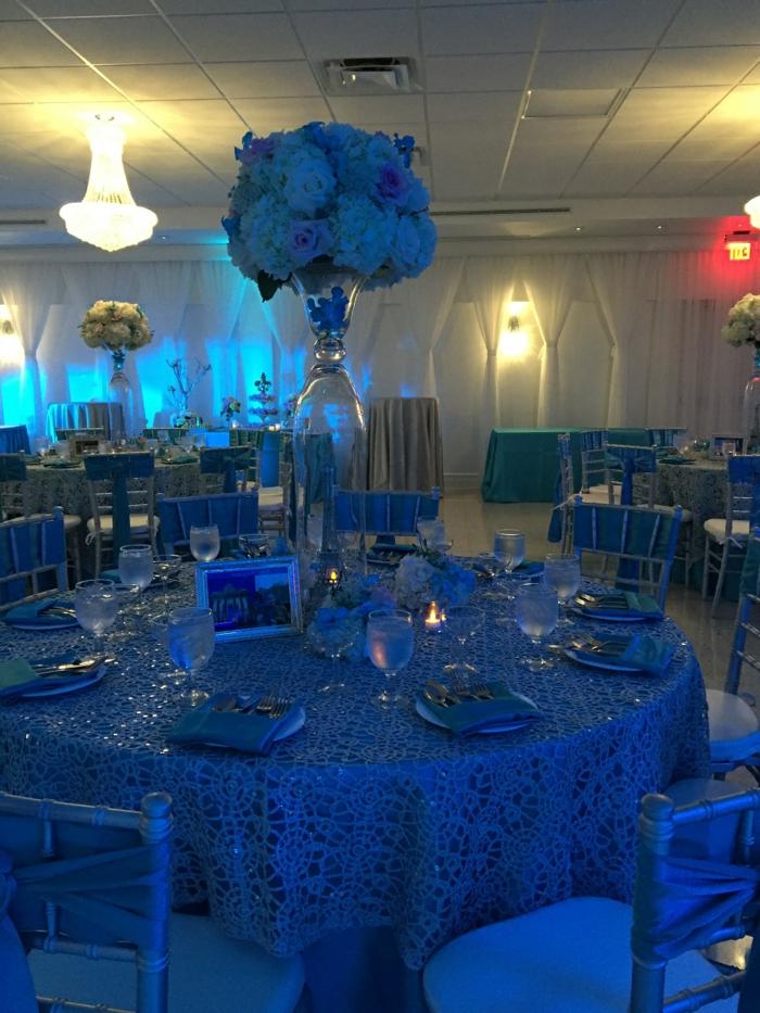 tischdeko blau blaue tischdecke blaue stühle