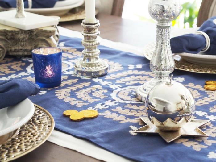tischdeko blau blauer tischläufer kerzen sterne