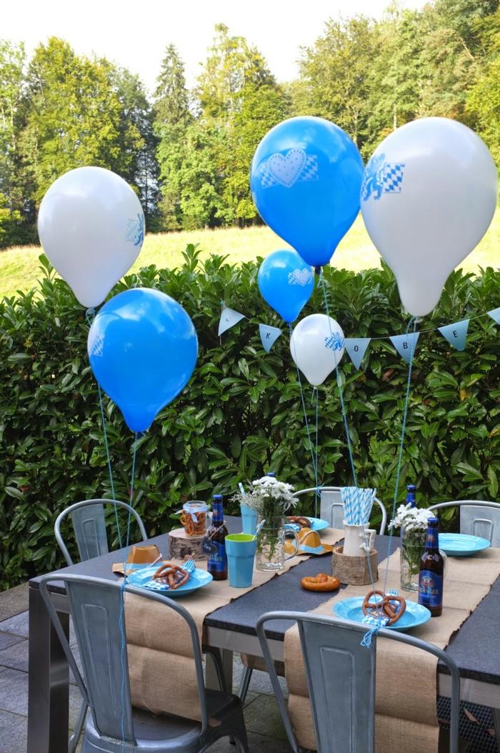 tischdeko blau geschirr ballons festlich