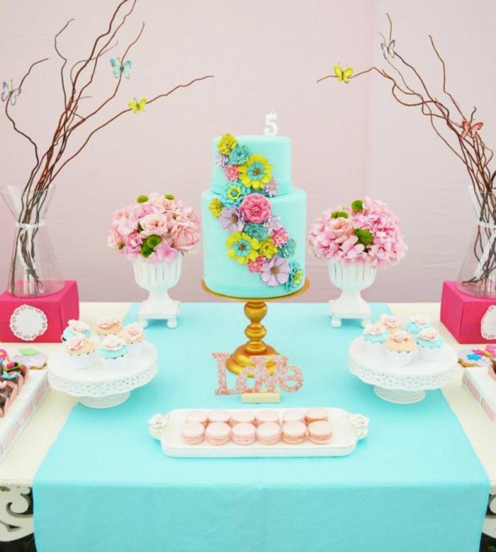 tischdeko blau tisch festlich dekorieren torte tischläufer