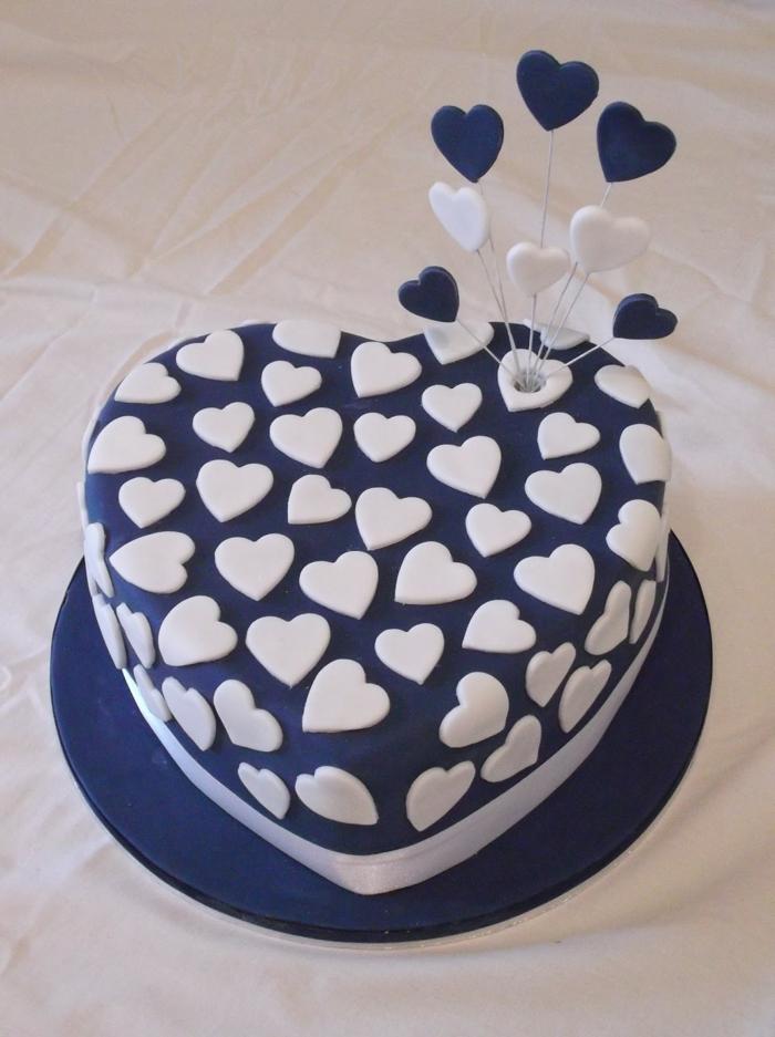 Tischdeko Blau Torte Herz Weiße Tischdecke
