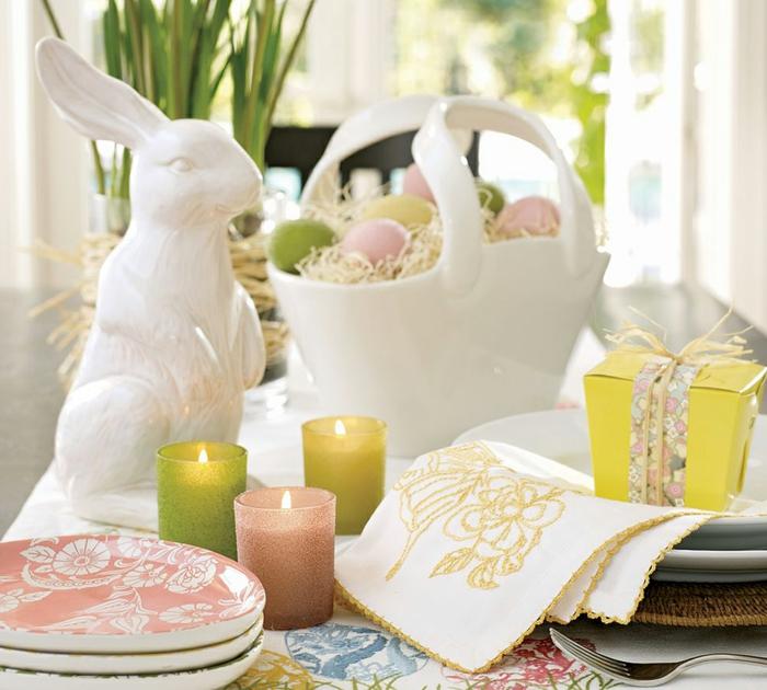 tischdeko ostern ostertischdekoration ideen ostereier osterhase keramik weiß windlichter
