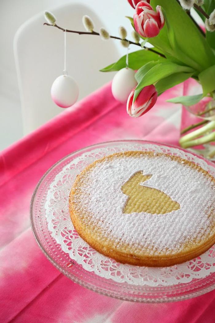 tischdeko ostern ostertischdekoration ideen weidenkätzchenzweige osterkuchen osterhase tischdecke rosa
