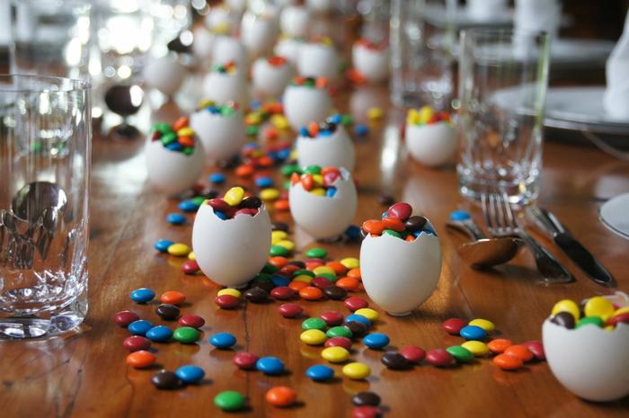 tischdeko ostern ostertischdekoration selber machen eierschalen ostereier bonbons