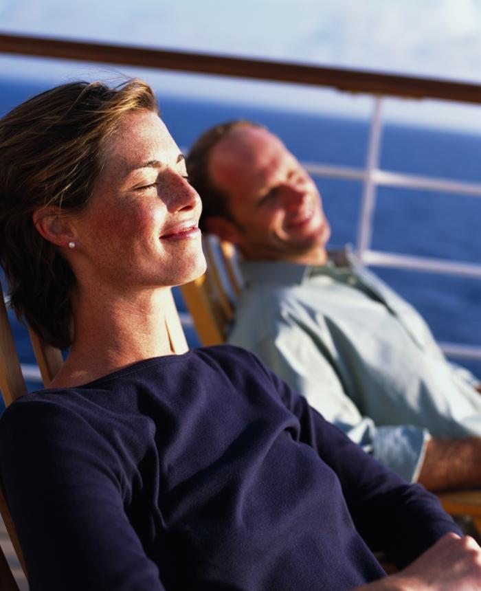kreuzfahrt reisen traumurlaub kreuzfahrt schiff deck reisen
