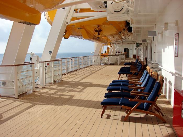kreuzfahrt reisen traumurlaub reisen kreuzfahrt deck kreuzfahrtschiff sich entspannen