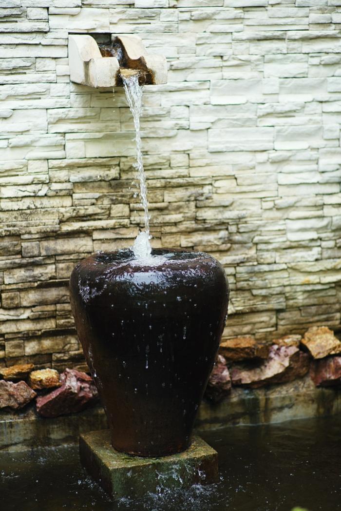 wasserfall im garten gartenideen wasserbrunnen