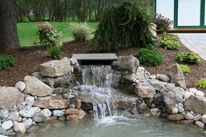 wasserfall im garten steine wasser pflanzen gartendeko