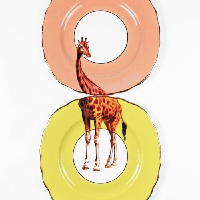 wohnidee tisch platten yvonne ellen giraffe per hand bemalt