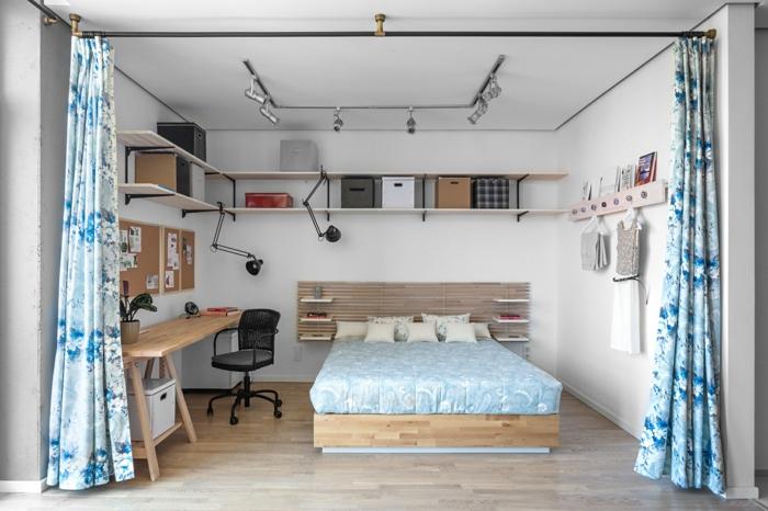 wohnraumgestaltung einzimmerwohnung schlafzimmer bett schreibtisch wandregale vorhänge