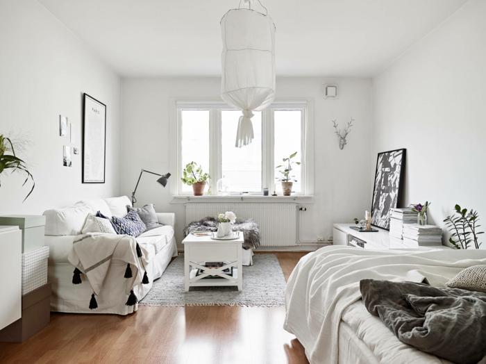 wohnraumgestaltung einzimmerwohnung wohnbereich schlafbereich sofa couchtisch weiße möbel