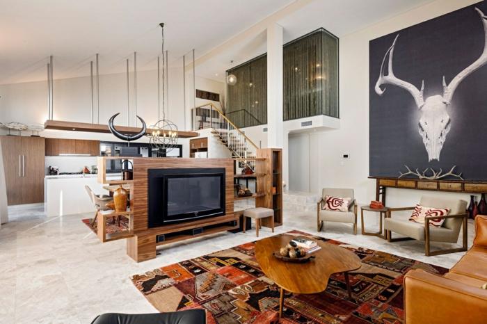 wohnraumgestaltung loft wohnung raumteiler holzmöbe ethno teppich