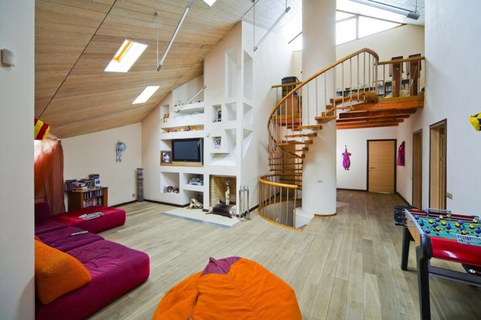 wohnraumgestaltung loft wohnung wendeltreppe eingebaute regale weites sofa