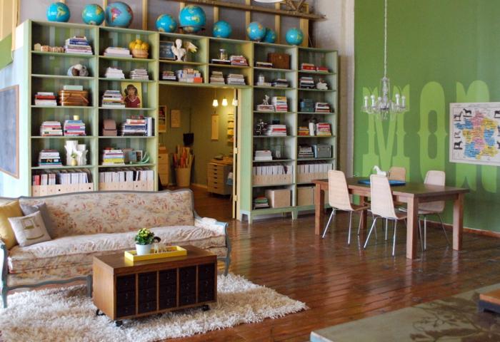 wohnraumgestaltung raumtrenner bücherregale esstisch sofa jugendzimmer