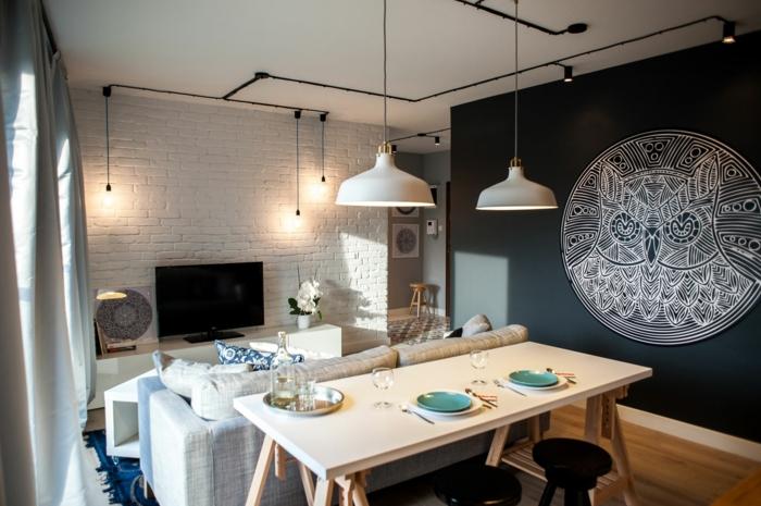 wohnzimmer ideen esstisch sofa weiße ziegelsteinwand industirelle pendelleuchten wanddekoration eule