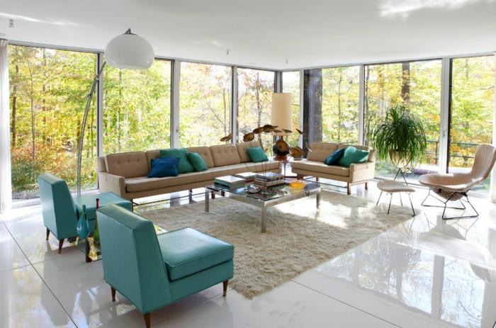 50er Jahre Stil Retro Einrichtung Modern Weißer Hochflorteppich Ledersessel  Bogenlampe Beige Couch