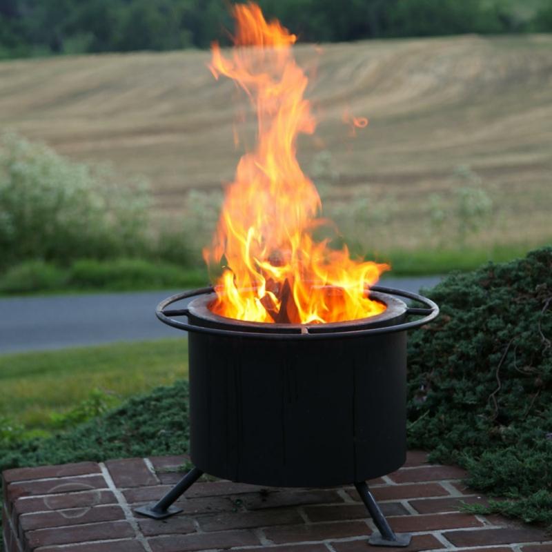 Feuerschalen Grillen im Garten Sommerabende