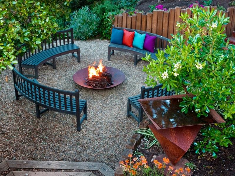 Feuerstelle bauen Feuerschalen Gartengestaltung gemütliche Sommerabende