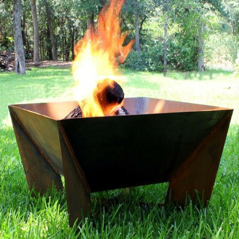 Feuerstelle bauen Gartengestaltung Sommer originelle Feuerschalen