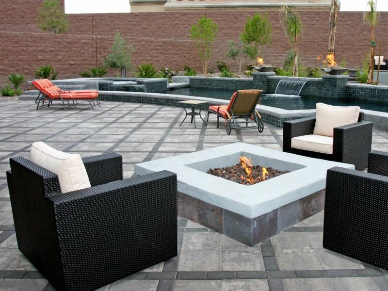 Feuerstelle bauen Gartengestaltung mit Steinen Betonplatten Dachterrasse