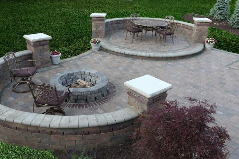 Feuerstelle bauen Gartengestaltung mit Steinen Sommer Wohlfühloase