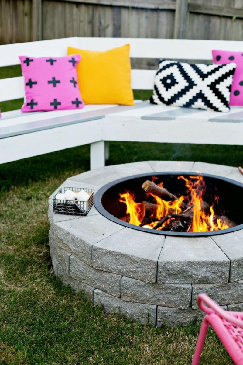 Feuerstelle bauen gemütliche Ecke im Garten Gartengestaltung Ideen