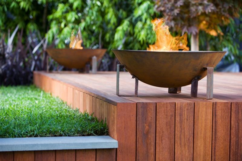 Feuerstelle bauen gemütliche Sommerabende Feuerschalen Metall Holzveranda