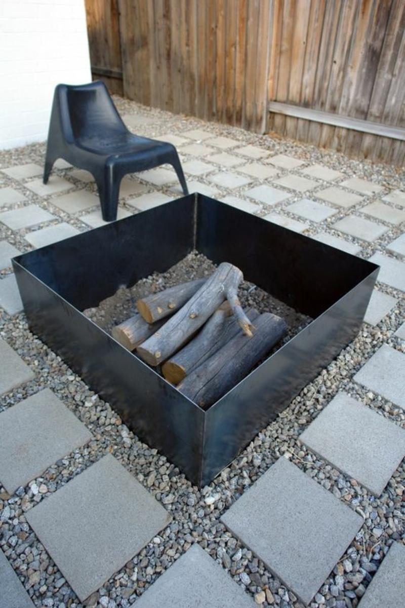 Feuerstelle bauen quadratisch Gartengestaltung mit Steinen Kreis