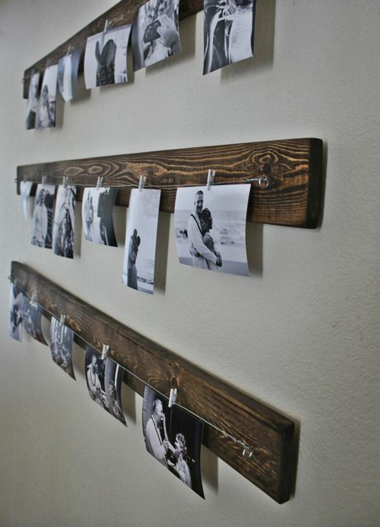 Ideen für Fotowand Wohnzimmer Wand Holzleisten schwarz weiße Fotos