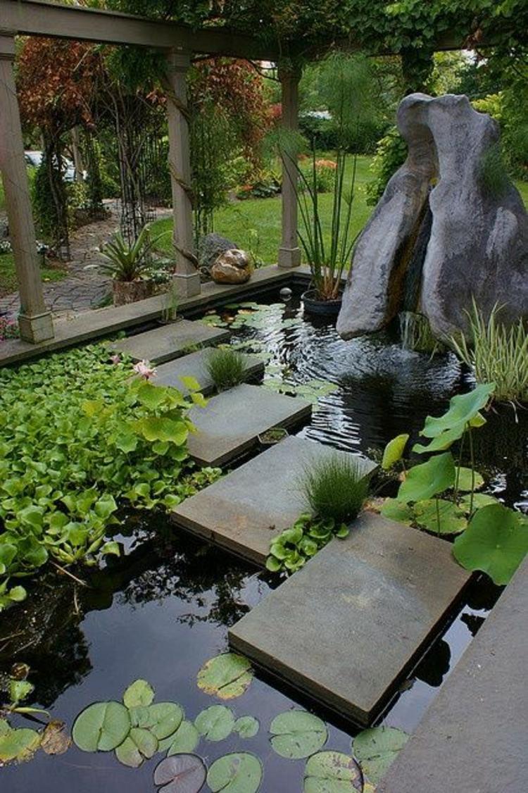 Gartenteiche Gartengestaltung Ideen Wasserpflanzen und Steinfiguren
