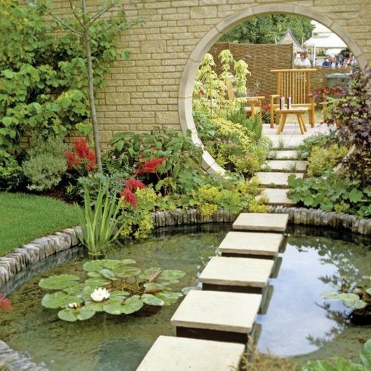 Gartenteiche kreative Gartengestaltung Ideen moderner Teich mit Wasserpflanzen