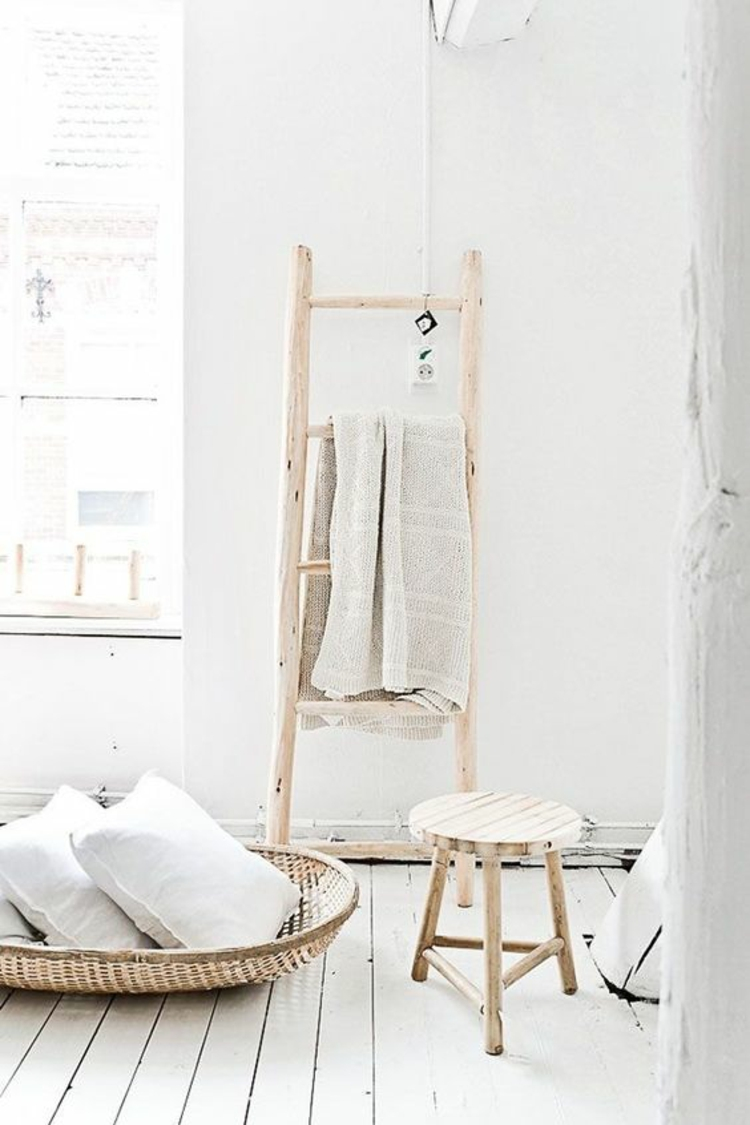 Holzleiter Wohnzimmer Flechtmöbel rustikale Einrichtung