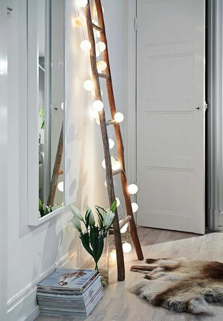 Holzleiter Wohnzimmer Möbel skandinavische Einrichtung Lichterkette