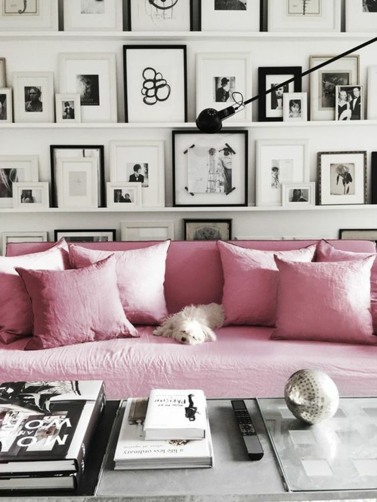 Ideen für Fotowand Wohnzimmer Wand dekorieren rosa Sofa