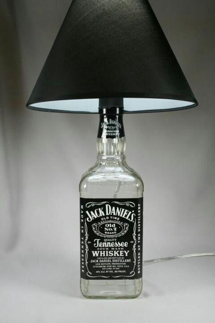 Lampen selber machen DIY Lampen Lampenständer Jack Daniels Flasche