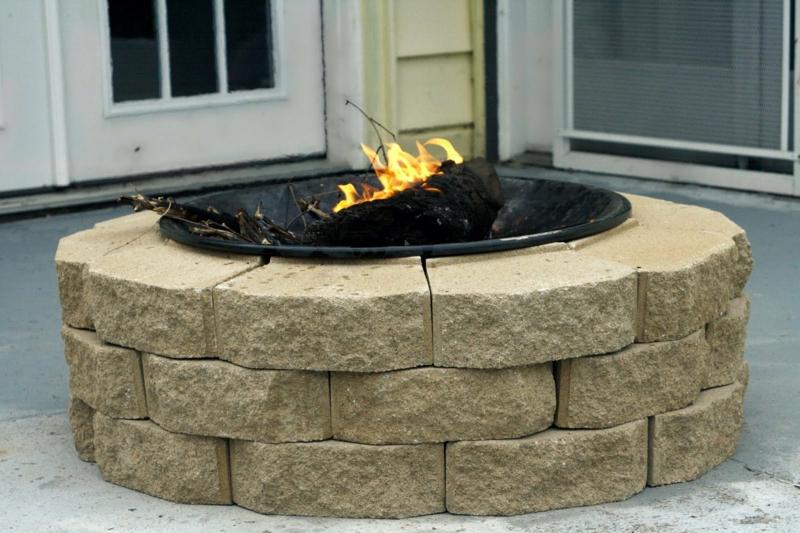 Stein Feuerstelle bauen Gartengestaltung mit Steinpflastern