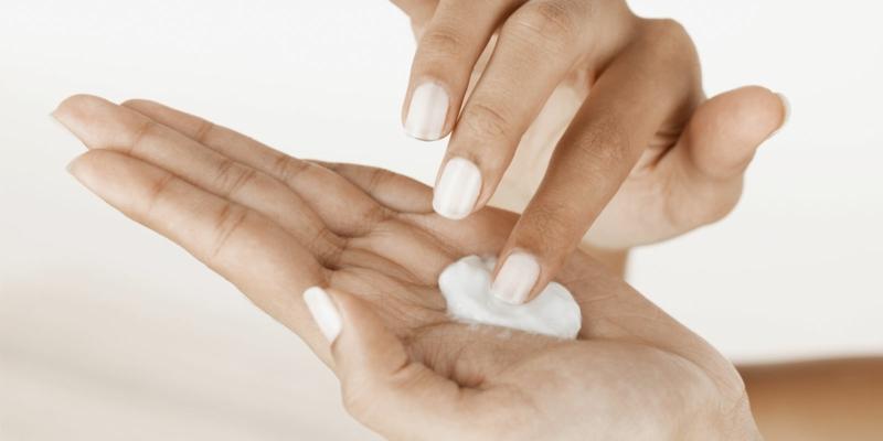 Was hilft gegen Sonnenbrand Sonnenschutz Produkte Sonnencreme Test